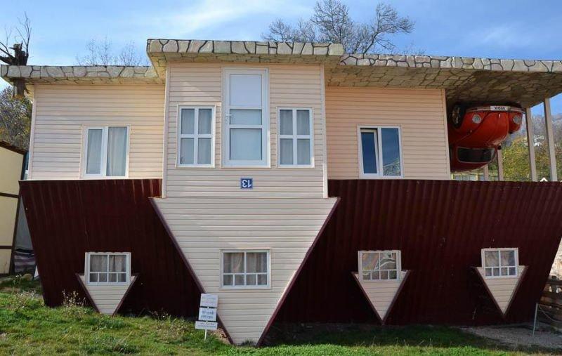 Життя догори ногами: перевернуті будинки в Україні (ФОТО), фото-2