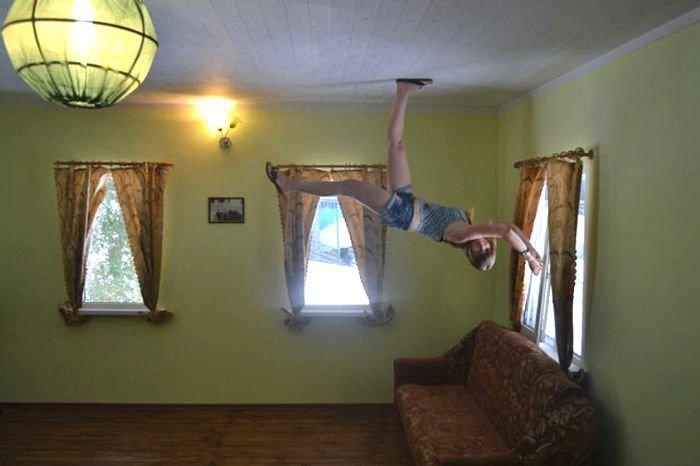 Життя догори ногами: перевернуті будинки в Україні (ФОТО), фото-3