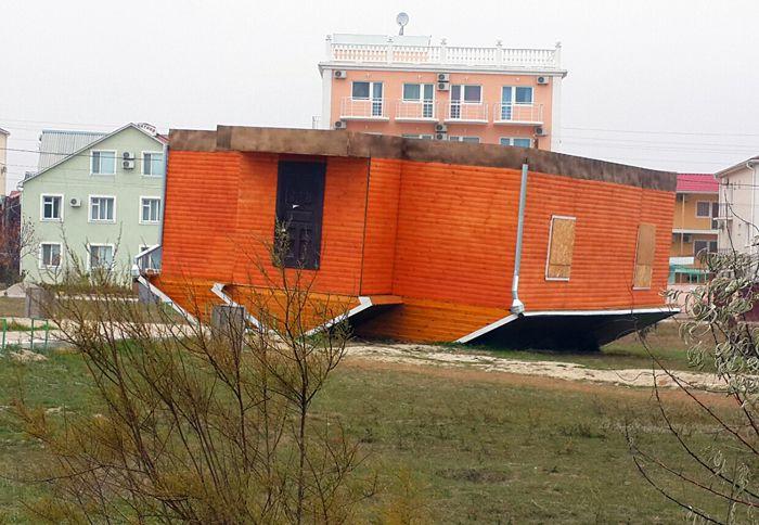 Життя догори ногами: перевернуті будинки в Україні (ФОТО), фото-6