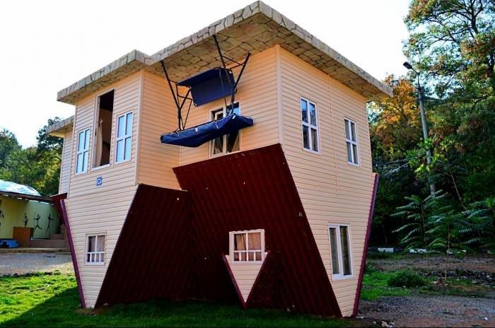 Життя догори ногами: перевернуті будинки в Україні (ФОТО), фото-5