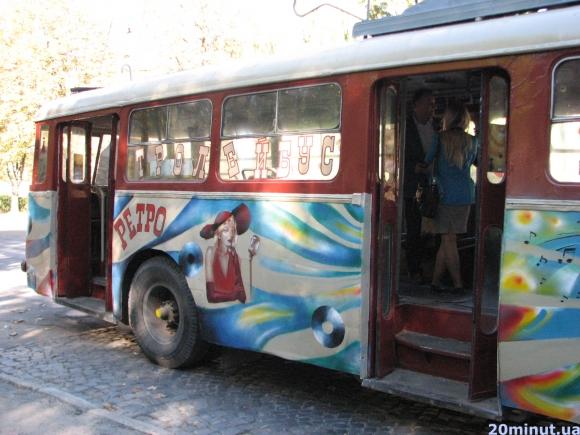 Сьогодні на маршрут виїхав новий Тролейбус щастя «Ретро» (фото) (фото) - фото 1