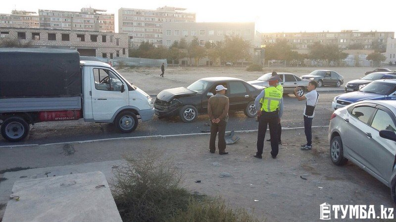 Три автомобиля в Актау столкнулись в ДТП (фото) - фото 2