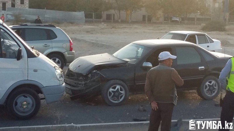 Три автомобиля в Актау столкнулись в ДТП (фото) - фото 1