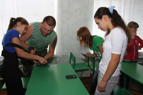 Бійці батальйону «Полтава» провели уроки для дітей в зоні АТО (фото) - фото 2