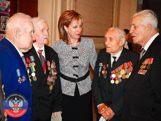 «Старикам везде у нас почет». В Макеевке отметили День пожилого человека (фото) - фото 1