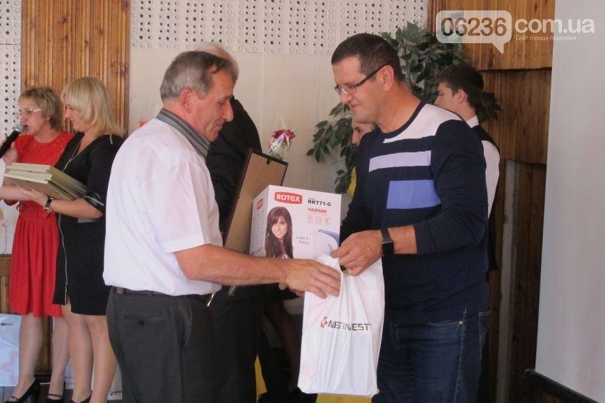 В Авдеевке поздравили учителей с профессиональным праздником (ФОТО) (фото) - фото 1