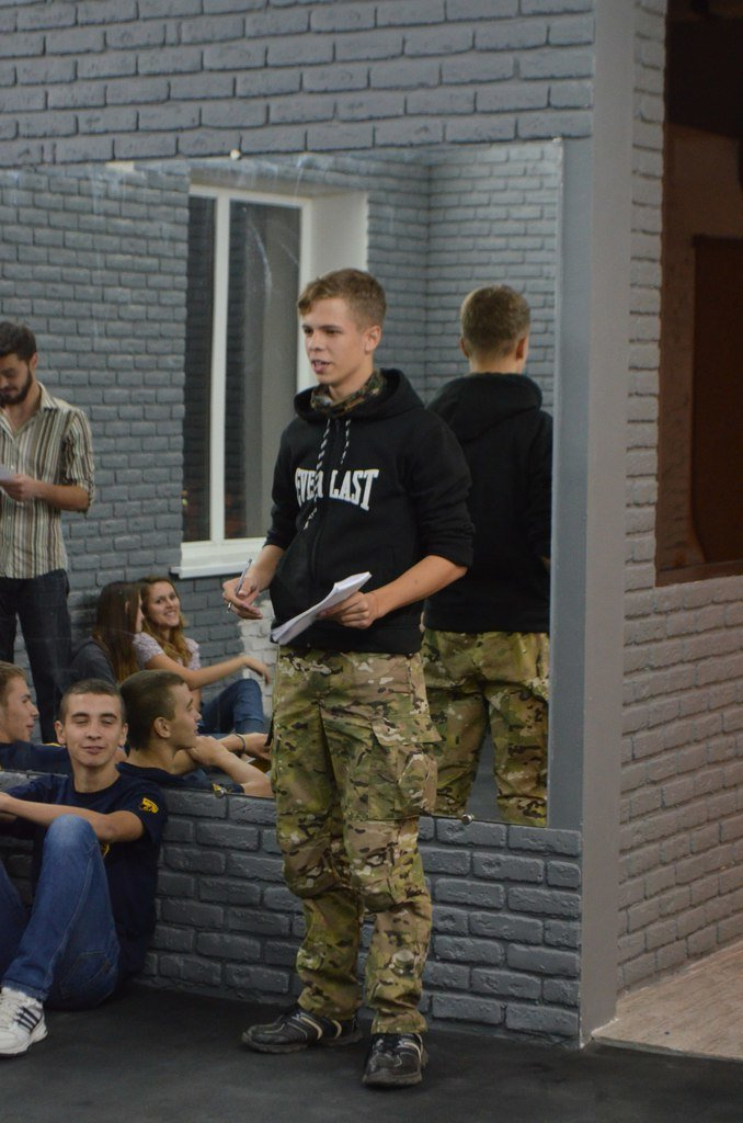 «Равлик» учит Гражданский Корпус «Азова» в Мариуполе перевоплощаться в Сталина и Гитлера (ФОТО) (фото) - фото 1