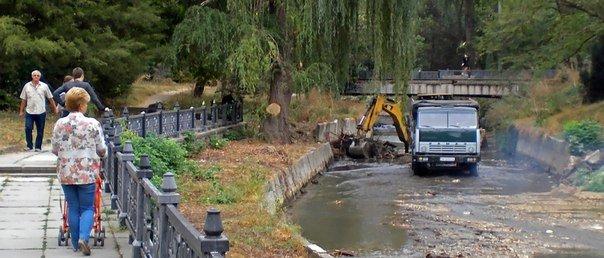В Симферополе начали чистить русло Салгира (ФОТОФАКТ) (фото) - фото 1