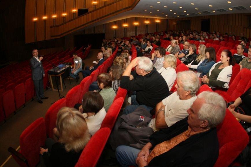 Мы окажем поддержку днепропетровским артистам, чтобы они могли гастролировать и прославлять наш город во всем мире, - Вилкул (фото) - фото 1