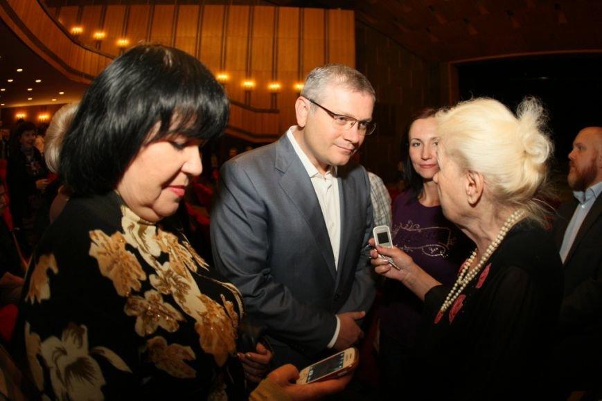 Мы окажем поддержку днепропетровским артистам, чтобы они могли гастролировать и прославлять наш город во всем мире, - Вилкул (фото) - фото 2