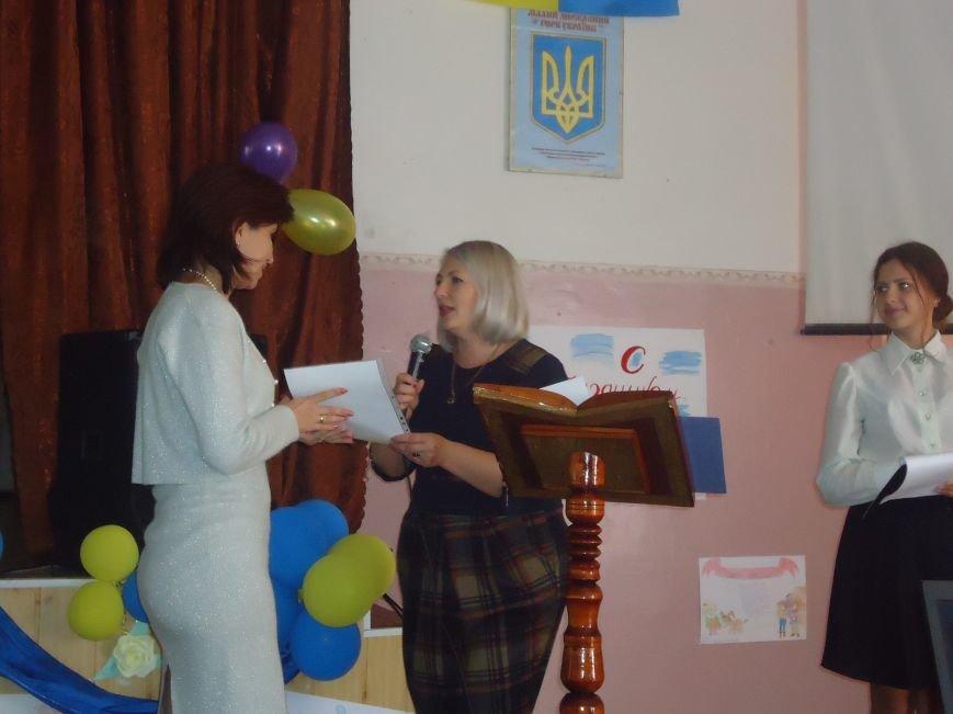 В Димитрове преподавателей поздравили с профессиональным праздником (фото) - фото 6