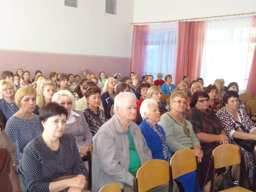 В Димитрове преподавателей поздравили с профессиональным праздником (фото) - фото 3
