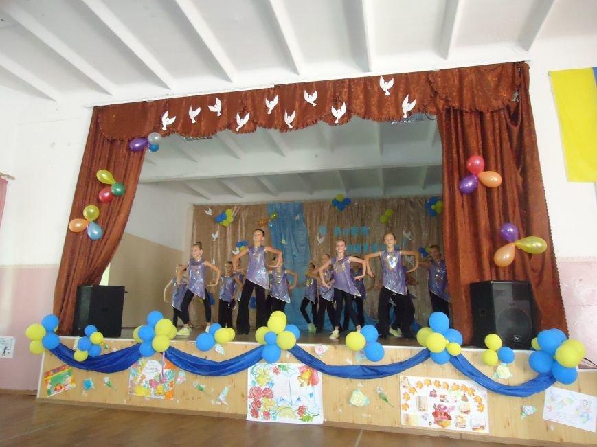 В Димитрове преподавателей поздравили с профессиональным праздником (фото) - фото 1