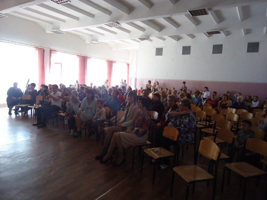 В Димитрове преподавателей поздравили с профессиональным праздником (фото) - фото 10