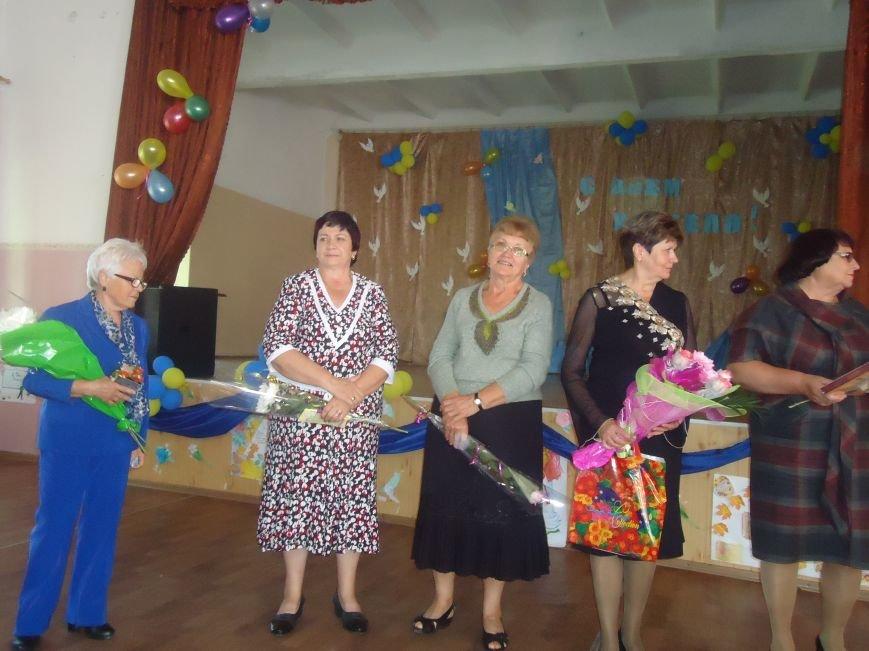 В Димитрове преподавателей поздравили с профессиональным праздником (фото) - фото 8