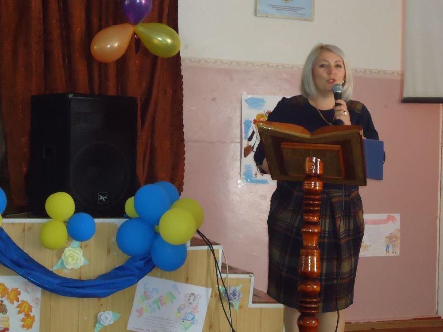 В Димитрове преподавателей поздравили с профессиональным праздником (фото) - фото 4
