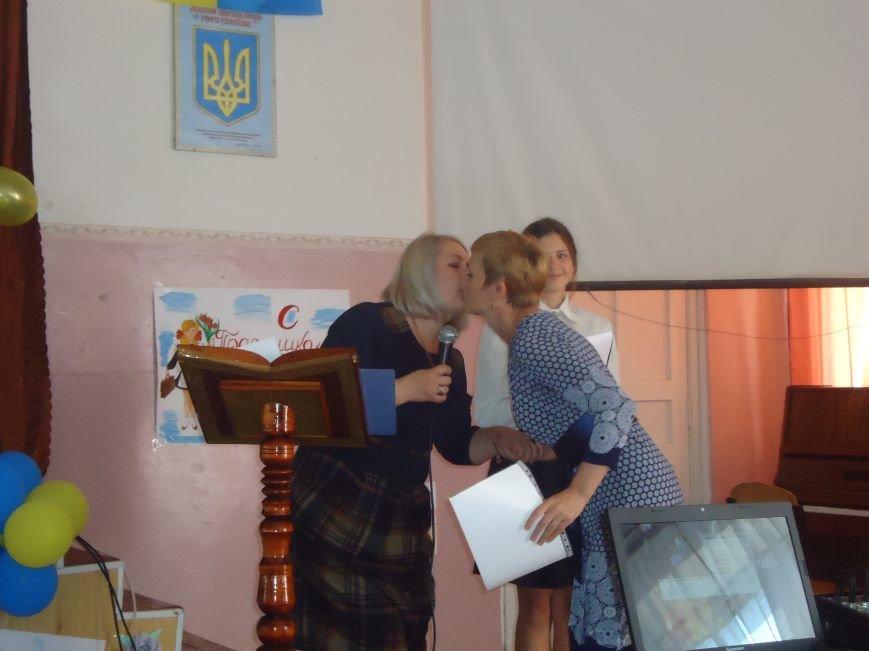 В Димитрове преподавателей поздравили с профессиональным праздником (фото) - фото 5