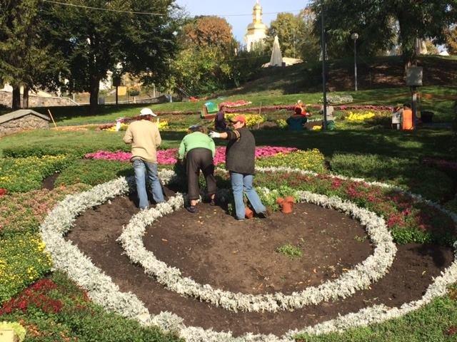 Певческое поле подготавливают к выставке хризантем (ФОТОФАКТ), фото-4