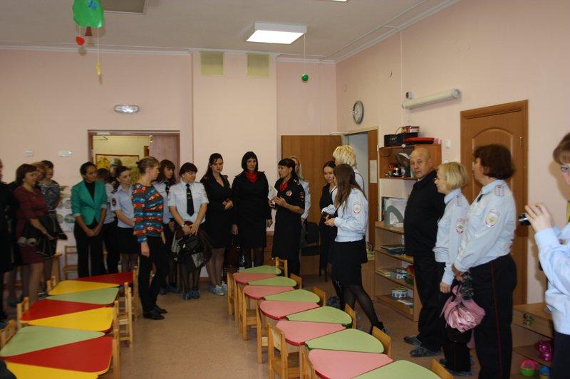 Как избежать увеличения детского травматизма на дорогах в Пушкине обсудили сотрудники ОГИБДД (фото) - фото 1