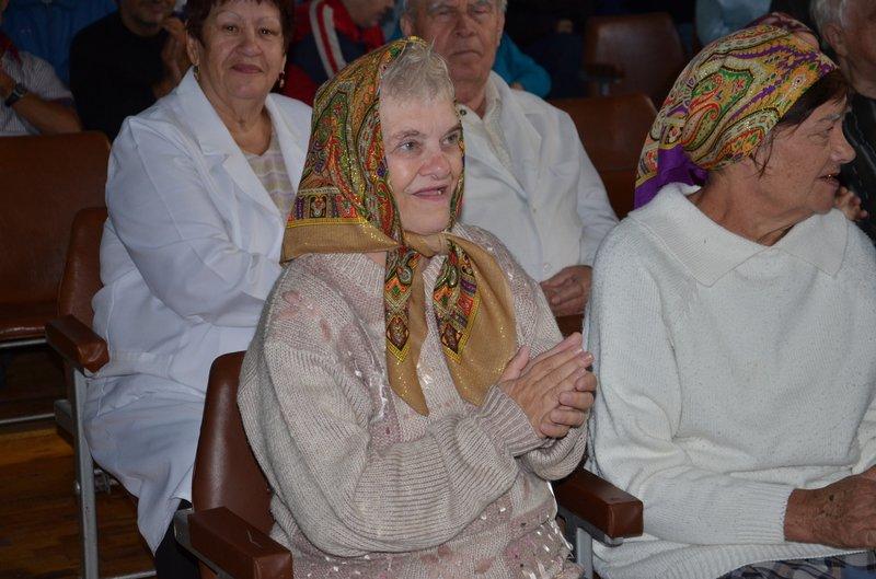 Почти тысяча пенсионеров и инвалидов Днепропетровщины нашли второй дом в гериатрических пансионатах (фото) - фото 1