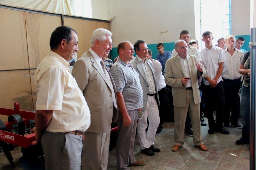 Будущие инженеры изучают технику от украинского производителя (ФОТО) (фото) - фото 1