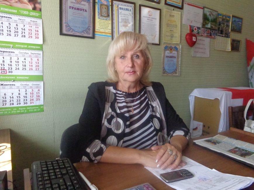 Ко Дню пожилого человека 75 одиноких пенсионеров Красноармейска получили адресную помощь (фото) - фото 2
