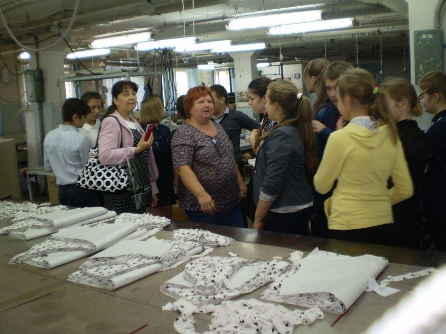 Краматорские школьники побывали с экскурсией на швейной фабрике (фото) - фото 3