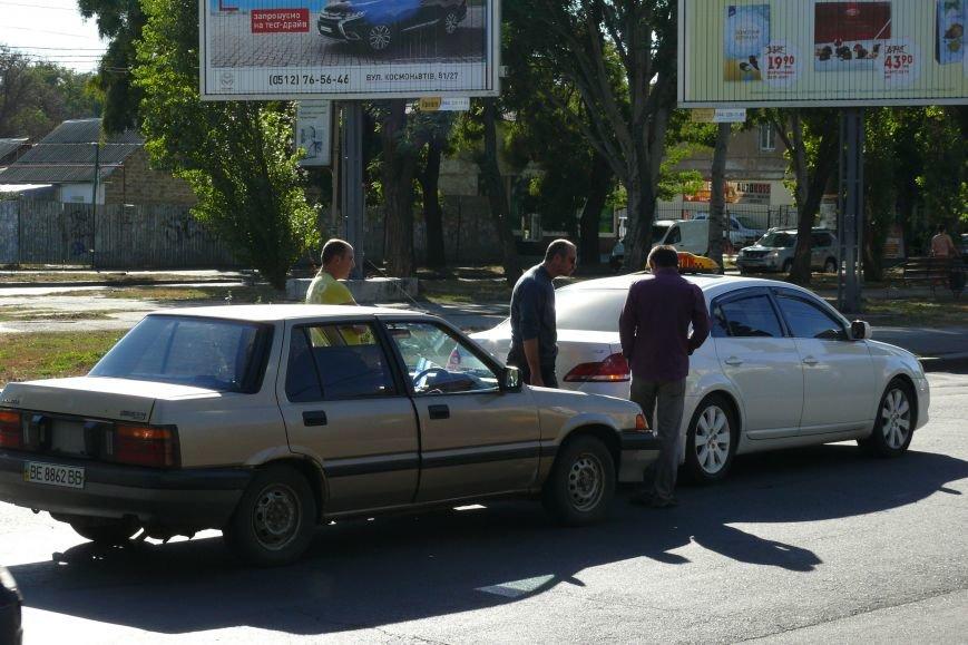 В центра Николаева «поцеловались» автомобили (ФОТО) (фото) - фото 4
