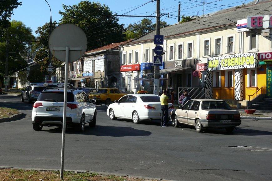 В центра Николаева «поцеловались» автомобили (ФОТО) (фото) - фото 2