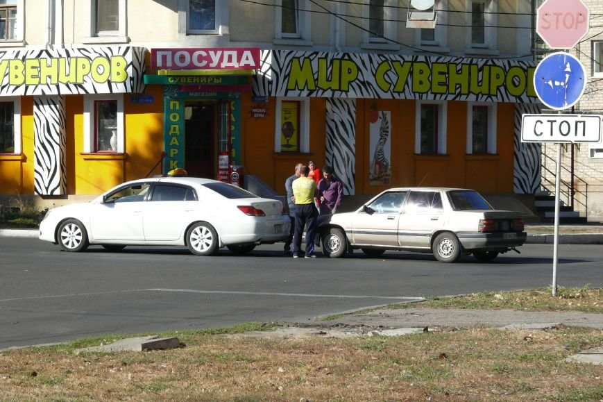 В центра Николаева «поцеловались» автомобили (ФОТО) (фото) - фото 1