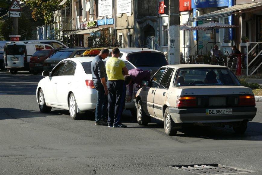 В центра Николаева «поцеловались» автомобили (ФОТО) (фото) - фото 3