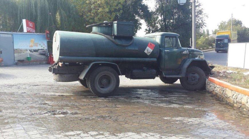 ДТП в Днепропетровске: «ЗИЛ» наехал на водителя (ФОТО) (фото) - фото 1