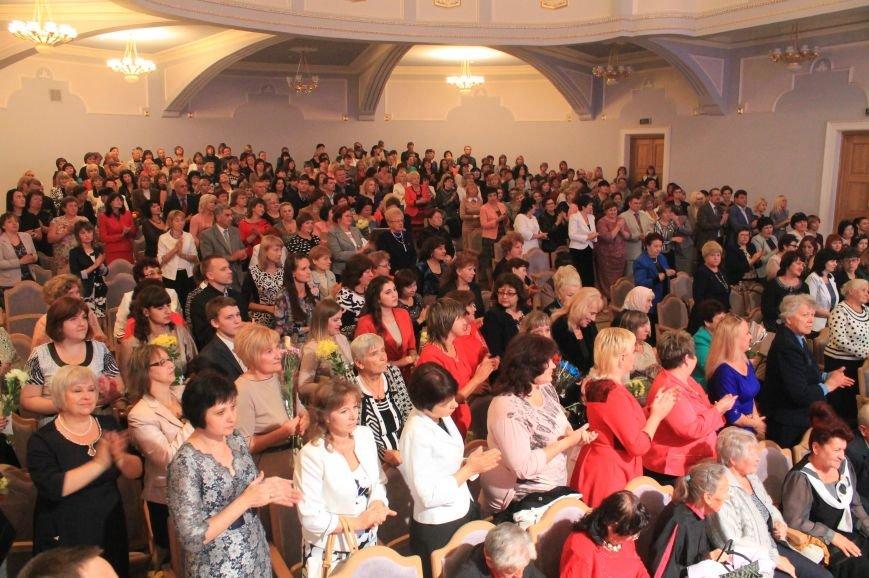 В Артемовске-Бахмуте состоялись торжественные мероприятия ко Дню Учителя, фото-2