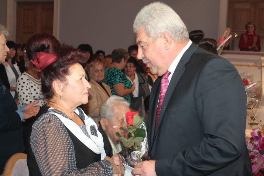 В Артемовске-Бахмуте состоялись торжественные мероприятия ко Дню Учителя, фото-1