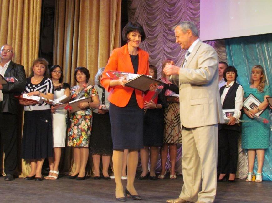 В Мариуполе педагоги принимали поздравления в канун профессионального праздника (ФОТОРЕПОРТАЖ), фото-6