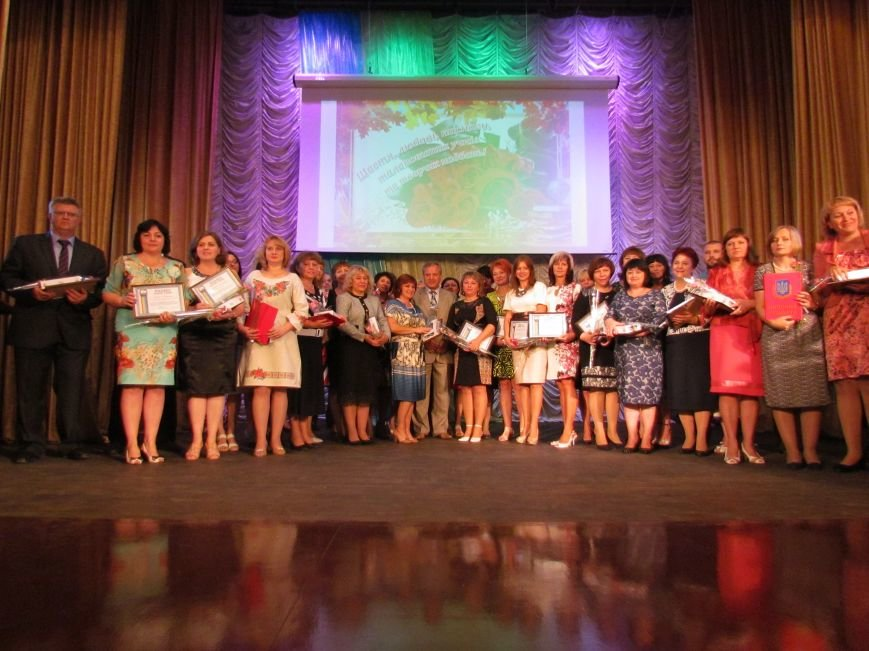 В Мариуполе педагоги принимали поздравления в канун профессионального праздника (ФОТОРЕПОРТАЖ), фото-18