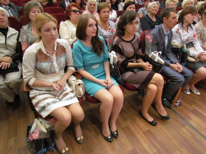 В Мариуполе педагоги принимали поздравления в канун профессионального праздника (ФОТОРЕПОРТАЖ), фото-3