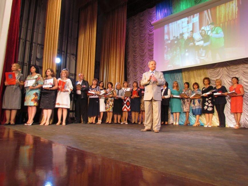 В Мариуполе педагоги принимали поздравления в канун профессионального праздника (ФОТОРЕПОРТАЖ), фото-8