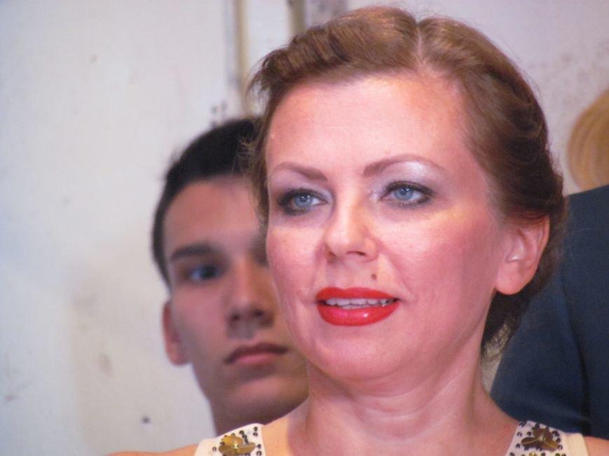 В Мариуполе педагоги принимали поздравления в канун профессионального праздника (ФОТОРЕПОРТАЖ), фото-13