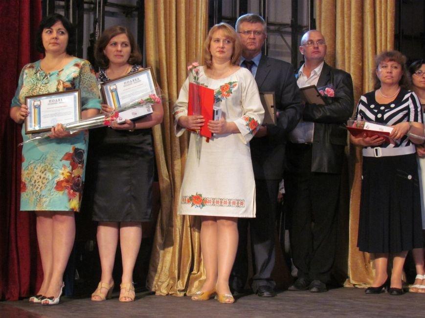 В Мариуполе педагоги принимали поздравления в канун профессионального праздника (ФОТОРЕПОРТАЖ), фото-2