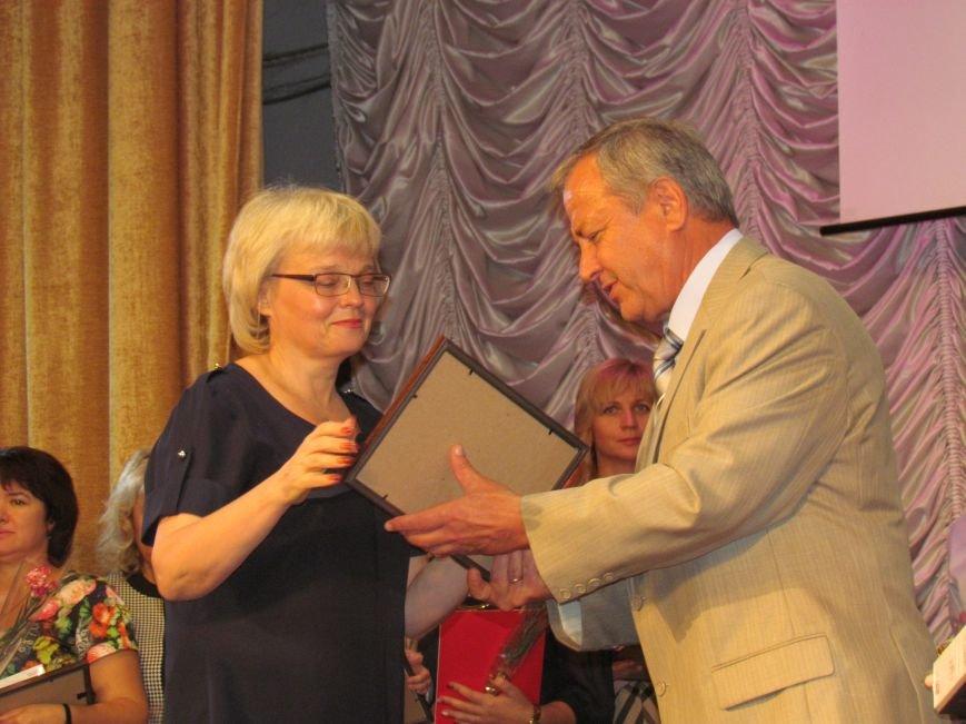 В Мариуполе педагоги принимали поздравления в канун профессионального праздника (ФОТОРЕПОРТАЖ), фото-9
