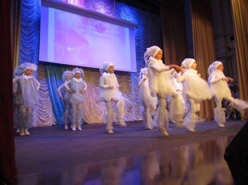 В Мариуполе педагоги принимали поздравления в канун профессионального праздника (ФОТОРЕПОРТАЖ), фото-11