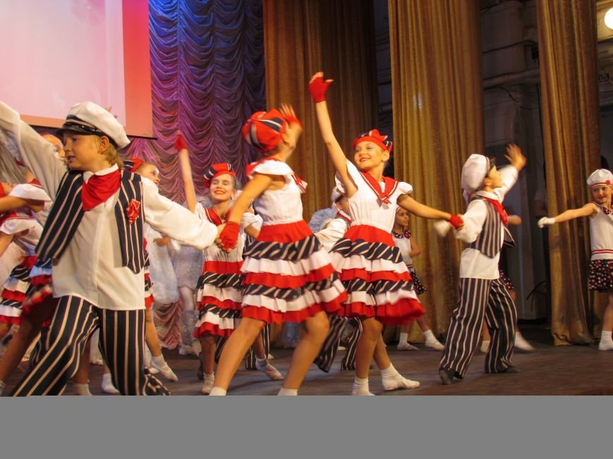 В Мариуполе педагоги принимали поздравления в канун профессионального праздника (ФОТОРЕПОРТАЖ), фото-12