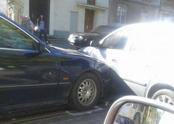 У Львові на вулиці Мельника через зітнення двох автомобілей утворився затор (ФОТО) (фото) - фото 2