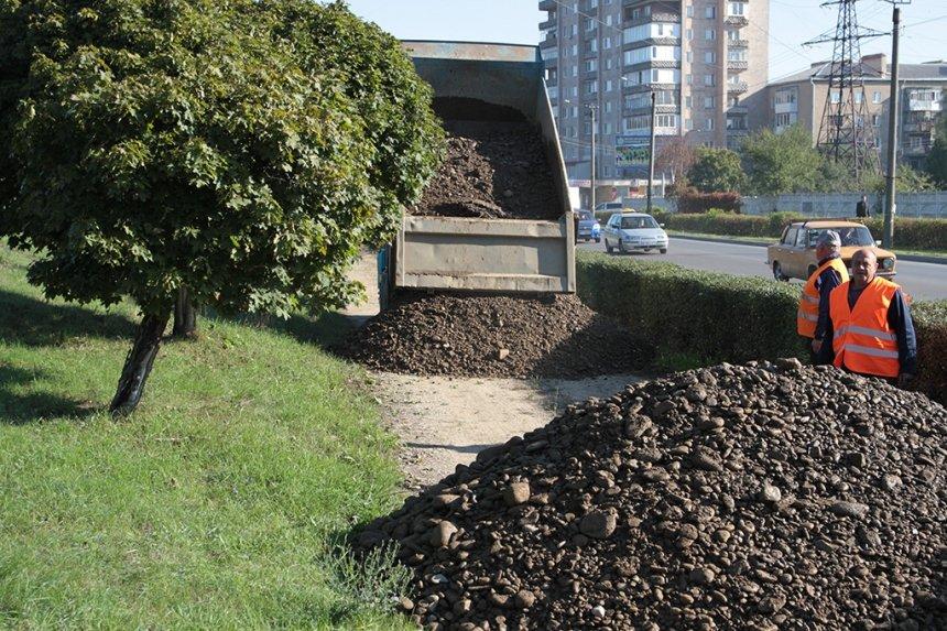 На Набережній ім. В. Стефаника розпочався завершальний етап ремонтних робіт (ФОТО), фото-1