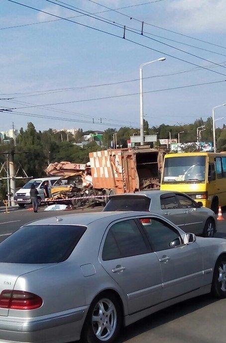 Сын погибшего около одеского автовокзала водителя автовышки ищет свидетелей аварии (ФОТО) (фото) - фото 1