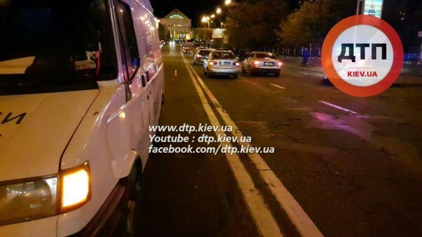 В Соломенском районе водитель микроавтобуса сбил пьяного пешехода (ФОТО), фото-3