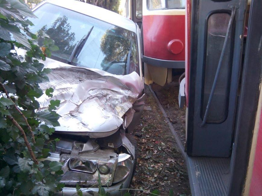 ДТП на Криворожской: столкнулись трамвай и ВАЗ 2110 (ФОТО) (фото) - фото 2