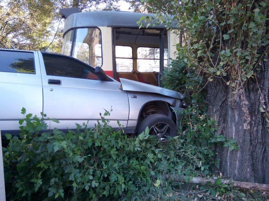 ДТП на Криворожской: столкнулись трамвай и ВАЗ 2110 (ФОТО) (фото) - фото 1