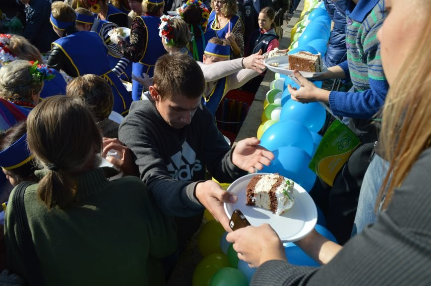 Как запорожцы праздничный торт ели – фото, видео, фото-14